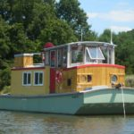 25' Cruising Houseboat River Walker